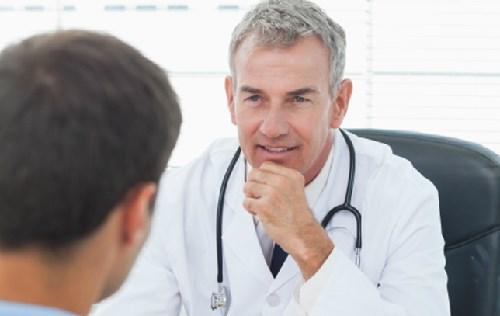 Bạn nên kịp thời đến bệnh viện để được điều trị ngay sau khi nghi ngờ mình mắc bệnh.