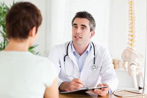 Để có phương pháp điều trị phù hợp, bạn nên đến bác sĩ để thăm khám và tư vấn