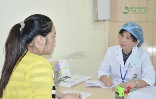 Nếu, cơn đau bụng kinh vượt quá mức chịu đựng, chị em nên tới cơ sở y tế thăm khám (ảnh minh họa)