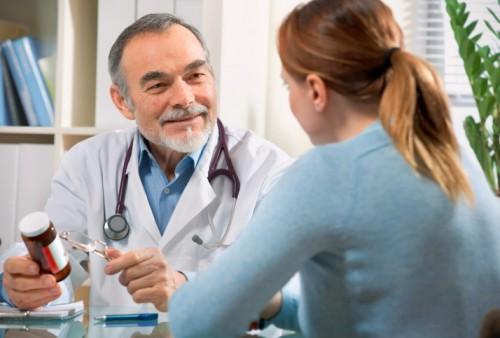 Khi phát hiện các triệu chứng bất thường trên cơ quan sinh dục, hãy đến gặp bác sĩ để được thăm khám và chẩn đoán chính xác bệnh