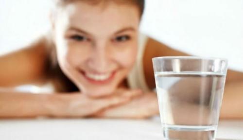 Để tránh viêm đường tiết niệu bạn cần uống nhiều nước mỗi ngày