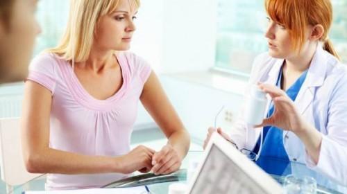 Nữ giới cần đến gặp bác sĩ sớm để điều trị tình trạng niêm mạc tử cung mỏng