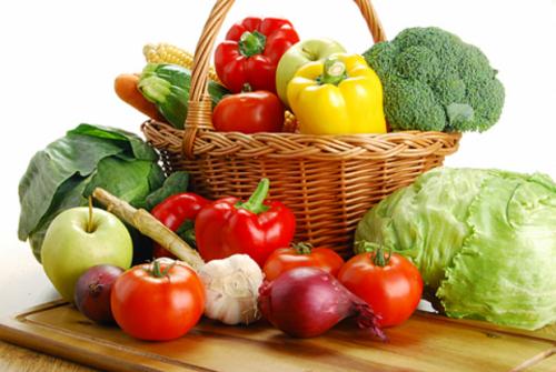 Rau tươi và trái cây giúp bổ sung các loại vitamin rất tốt cho cơ thể mạ bầu