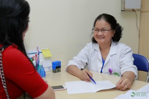 Bạn nên đến cơ sở chuyên khoa uy tín để được thăm khám và điều trị