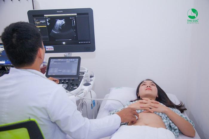 Tùy vào tình trạng khối u mà người bệnh nên lựa chọn bóc nhân xơ hay cắt tử cung