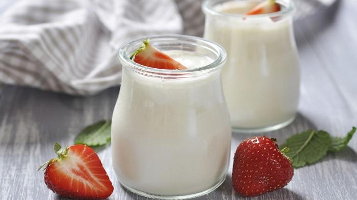 Sữa chua là loại thực phẩm giàu probiotics giúp giảm tình trạng ngứa vùng kín của chị em