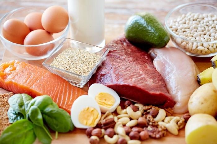 Mẹ bầu nên bổ sung sắt, rau xanh, hạt ngũ cốc và các loại thực phẩm giàu protein vào tháng đầu tiên của thai kỳ 5 thực phẩm bà bầu nên tránh trong 3 tháng đầu thai kỳ