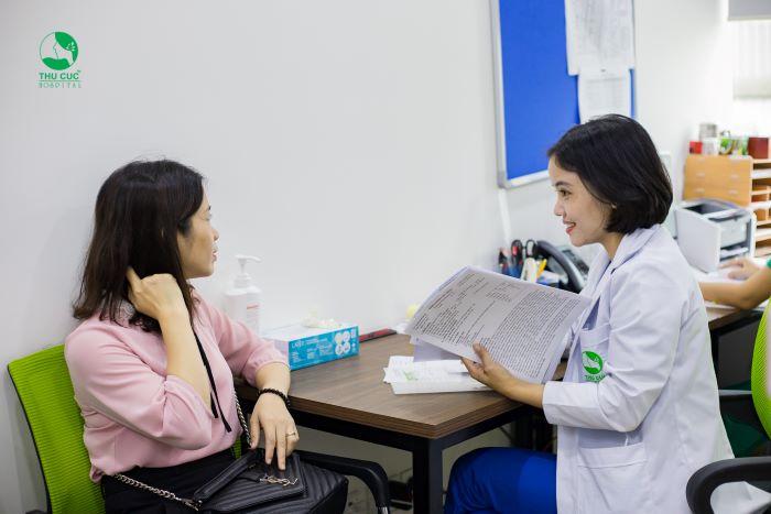 Chị em nên đến các cơ sở y tế để được thăm khám khi có dấu hiệu bất thường