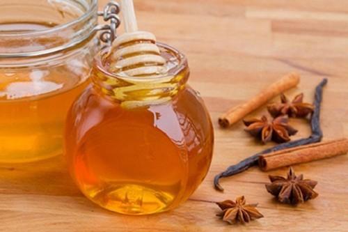 mật ong và bột quế chữa vô sinh