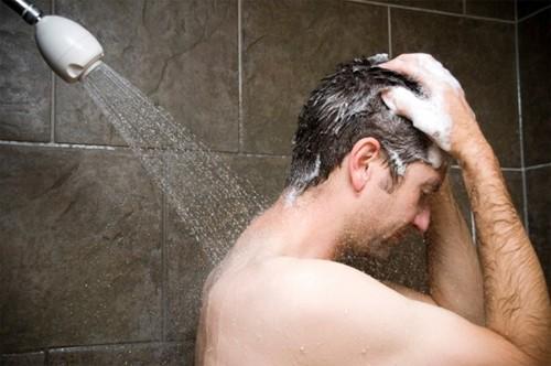 Mảng bám màu vàng trong bao quy đầu có phải bị viêm không?