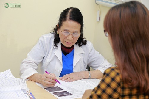 Khi thấy có những biểu hiện chu kỳ kinh nguyệt thất thường cần khám phụ khoa để kịp thời thăm khám, xử trí.