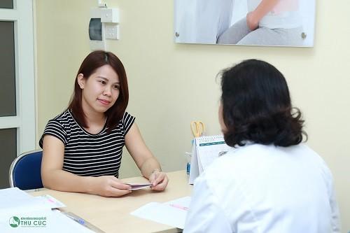Khi chu kì kinh nguyệt có dấu hiệu bất thường, chị em cần tới bệnh viện để thăm khám và xác định nguyên nhân