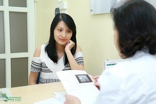 Khi thấy hiện tượng xuất huyết trong thời gian mang thai, các thai phụ cần phải đi khám ngay.