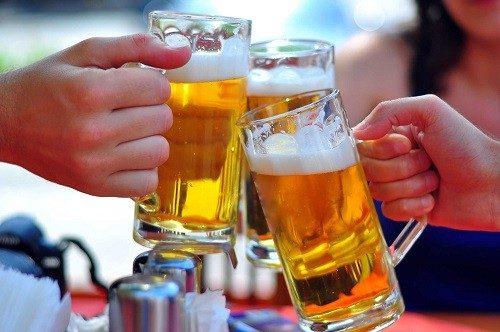 Đi tiểu nhiều sau khi uống bia là hiện tượng rất nhiều người gặp phải