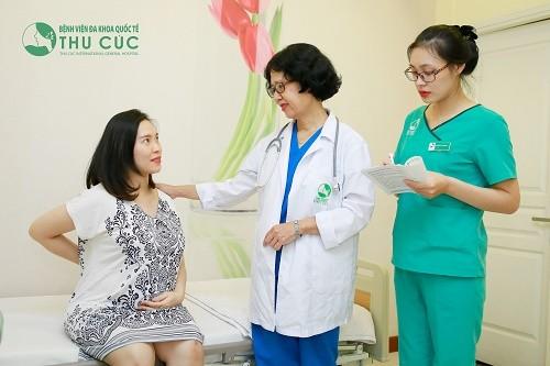 Nếu bị ngã khi mang thai 3 tháng đầu kèm theo những triệu chứng bất thường, mẹ bầu cần tới bệnh viện thăm khám để có hướng xử trí phù hợp