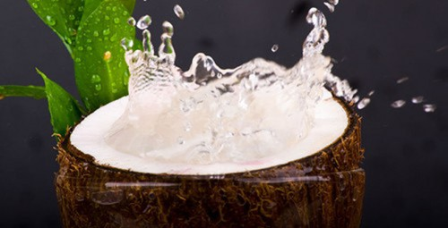 Nước dừa chính là một trong những loại thức uống hỗ trợ tạo máu tốt nhất.