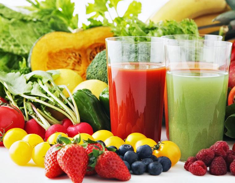 Người bị quai bị cần bổ sung rau xanh và nước ép hoa quả giàu dinh dưỡng