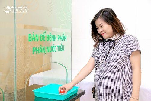 Xét nghiệm nước tiểu là xét nghiệm mẹ bầu tuyệt đối không nên bỏ qua