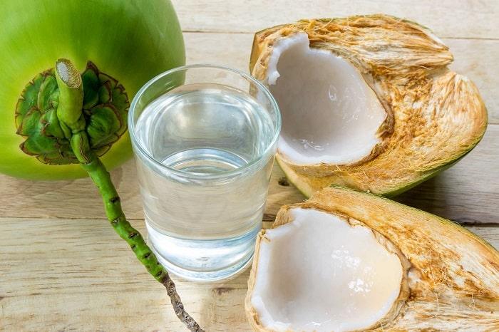 Sinh mổ uống nước dừa có được không