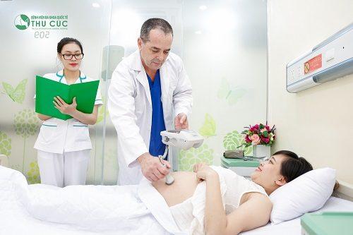Có nên áp dụng hình thức sinh thường gây tê màng cứng không là tùy từng trường hợp và phụ thuộc vào nhận định của bác sĩ.