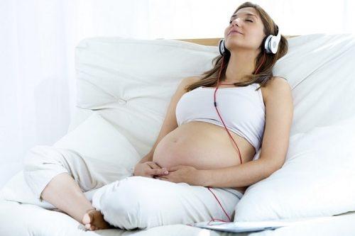 Cho thai nhi nghe nhạc sẽ tăng cường trí não, con sẽ thông minh hơn
