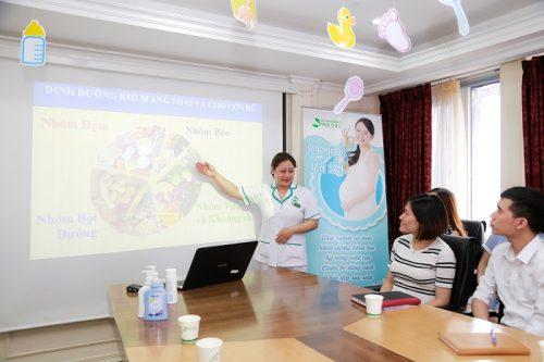 Tham gia vào lớp học tiền sản của bệnh viện ĐKQT Thu Cúc, mẹ sẽ được hướng dẫn chế độ ăn uống hợp lý, khoa học