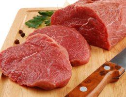 Đẻ mổ ăn thịt bò được không