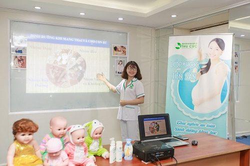 Mẹ bầu sẽ được biết cách xây dựng thực đơn khoa học, chế độ ăn uống hợp lý khi tham gia lớp học tiền sản của bệnh viện ĐKQT Thu Cúc