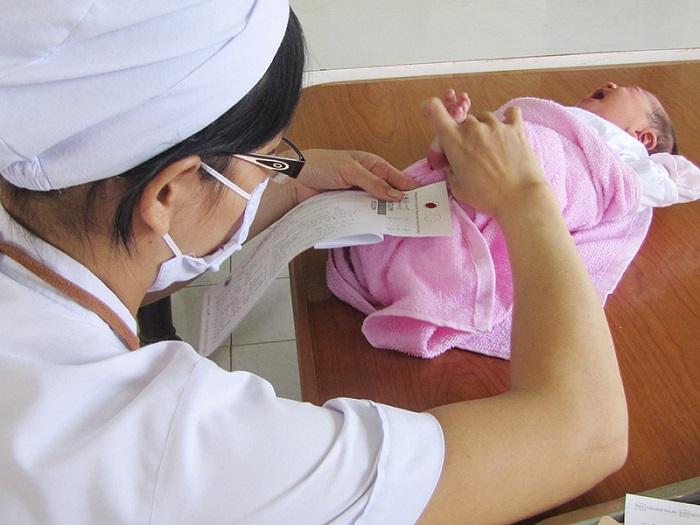 Sàng lọc sơ sinh là biện pháp tầm soát, bảo vệ sức khỏe cho trẻ sơ sinh