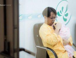 """Cùng ông chồng """"soái ca"""" người Hàn đưa vợ đi sinh"""