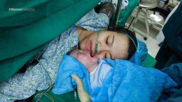 Nếu em bé hoặc sản phụ gặp vấn đề về sức khỏe thì không nên thực hiện da áp da