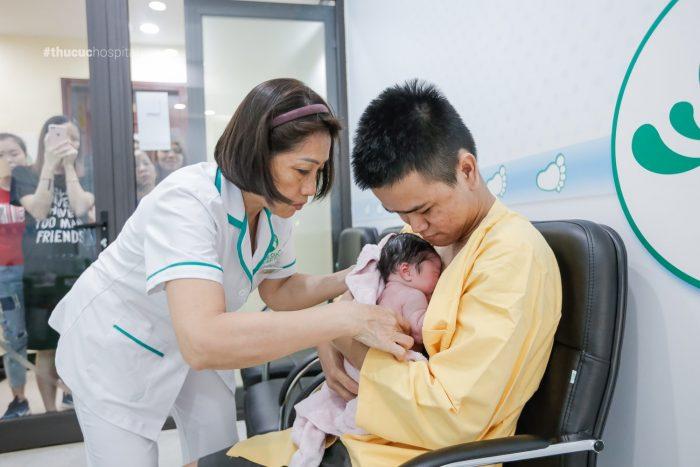 Tại Bệnh viện ĐKQT Thu Cúc quá trình da kề da được thực hiện theo đúng quy trình của Bộ Y tế