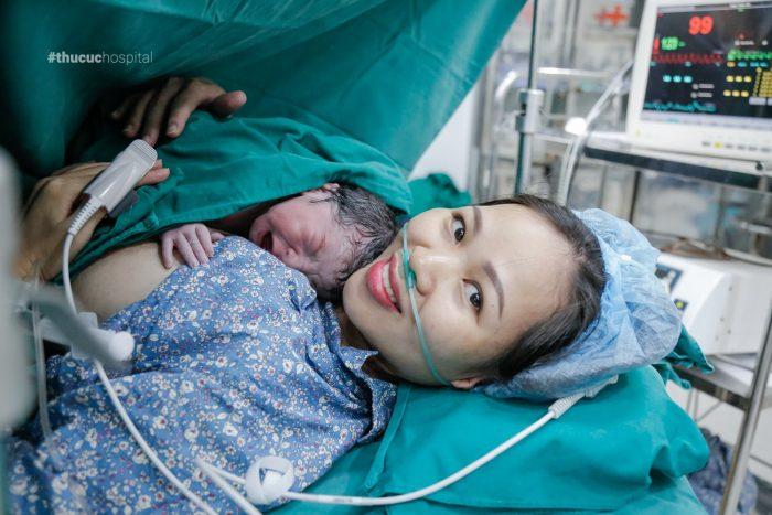 Tiến hành da kề da sau sinh sẽ giúp tăng cường hệ miễn dịch của trẻ