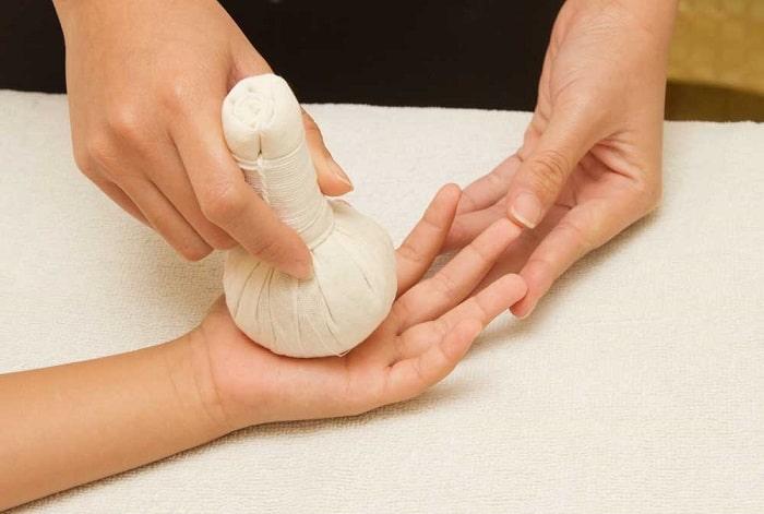Phương pháp chườm nóng giúp trị dị ứng sau sinh
