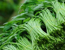 Đẻ thường có được ăn rau muống không?