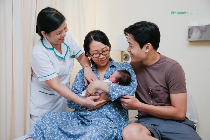 Gia đình hài lòng khi đẻ mổ tại bệnh viện ĐKQT Thu Cúc