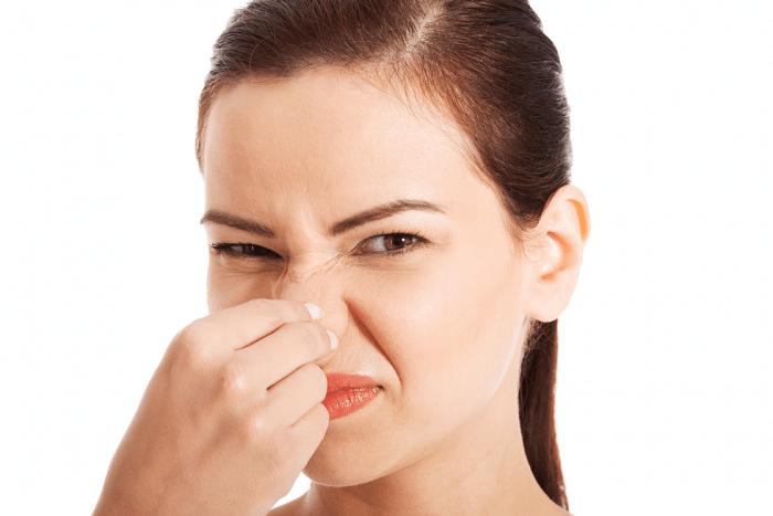 sản dịch sau sinh có mùi hôi