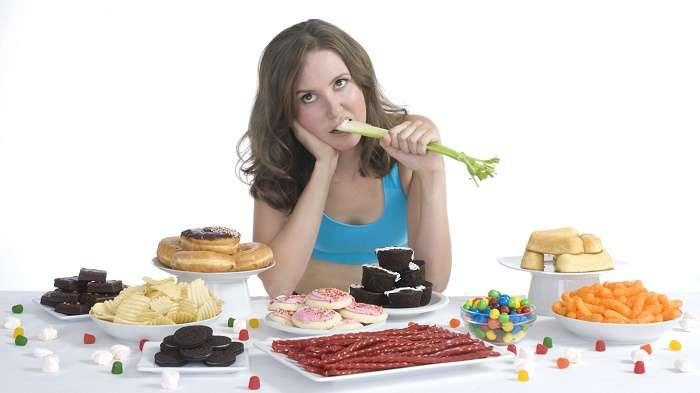 Việc không kiểm soát lượng đồ ăn đưa vào cơ thể khiến tình trạng bệnh ngày càng nặng