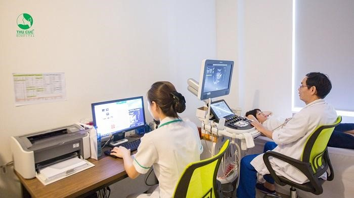 Để biết rõ nguyên nhân của bệnh u nang buồng trứng, chị em nên tới Bệnh viện ĐKQT Thu Cúc để được bác sĩ thăm khám