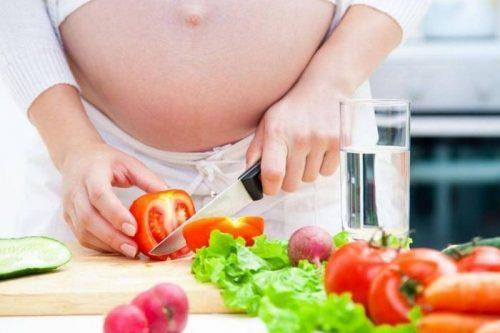 Rau xanh rất tốt cho mẹ bầu trước và sau khi sinh
