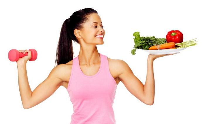 Các mẹ nên duy trì lối sống, chế độ ăn uống, tập luyện lành mạnh để cải thiện tình trạng rối loạn kinh nguyệt sau sinh