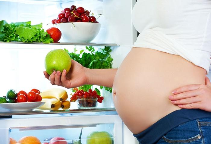 Bà đẻ sau sinh có được ăn táo không? 1
