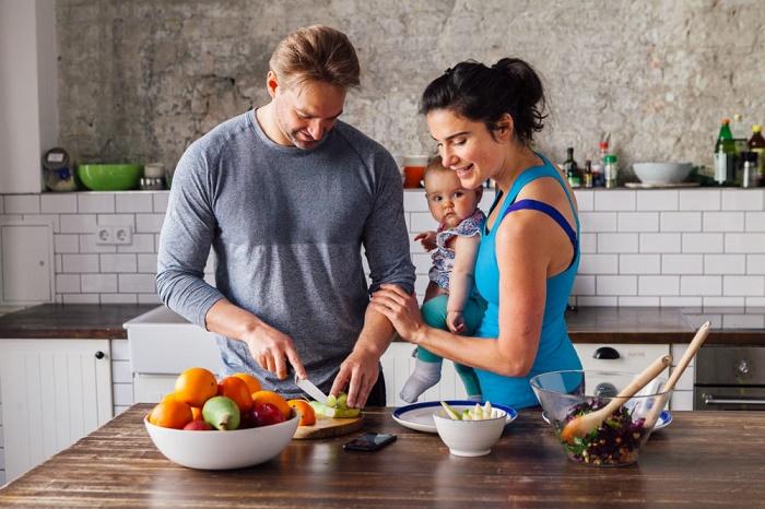 Các mẹ sau sinh nên ăn những thực phẩm lành mạnh, giàu chất dinh dưỡng để hồi phục cơ thể và nuôi em bé.