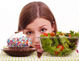 Bà đẻ sau sinh có được ăn bánh ngọt không?