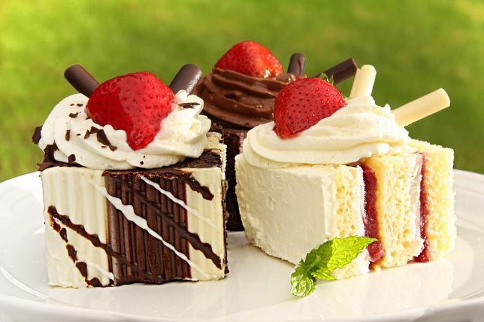 sau sinh có được ăn bánh ngọt không