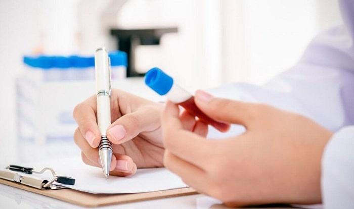 Xét nghiệm máu kiêm tra tình trạng u nang buồng trứng