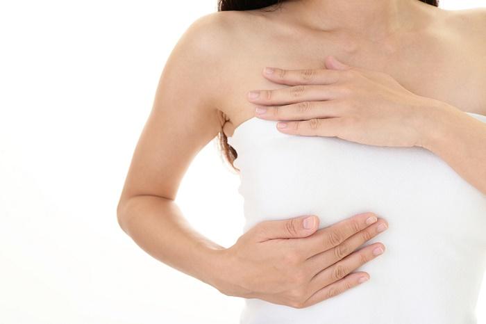 Căng tức ngực cũng là một dấu hiệu sớm của mang thai.