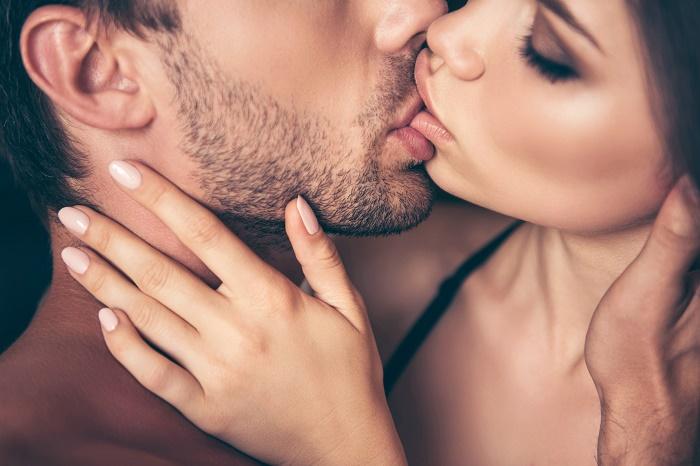 Dù nụ hôn có cuồng nhiệt, khiến chàng xuất tinh thì bạn cũng không thể có thai.