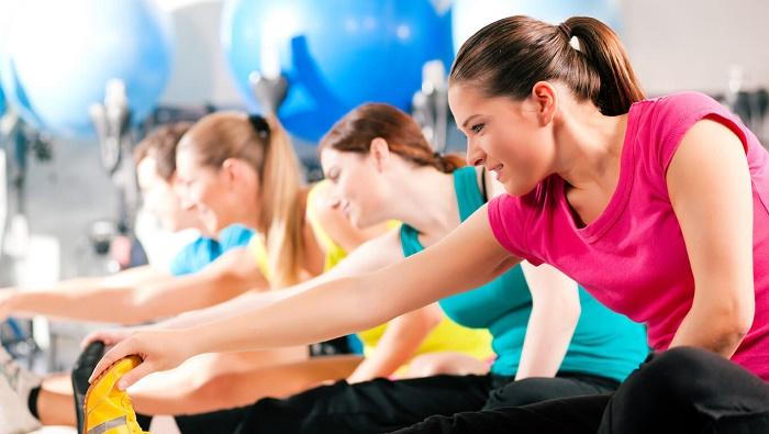 Vận động mạnh, tập luyện cường độ cao cũng khiến kinh nguyệt đến muộn hơn.