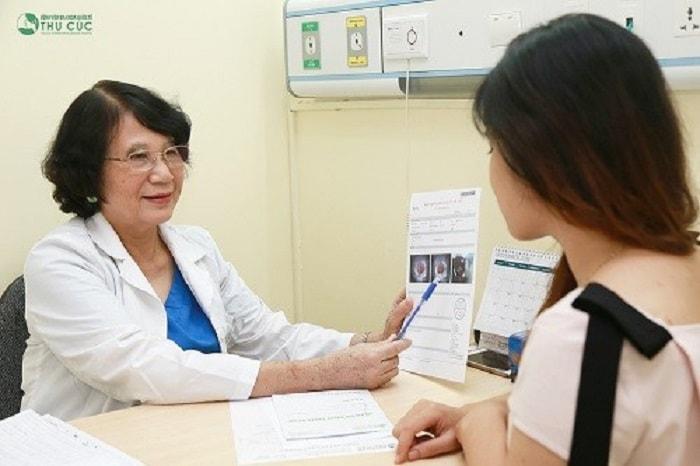 Thăm khám bác sĩ để có hướng xử trí bệnh hiệu quả và xây dựng chế độ ăn uống khoa học